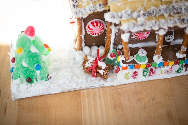 gingerbreadhousefinished2013_blogalacart-7